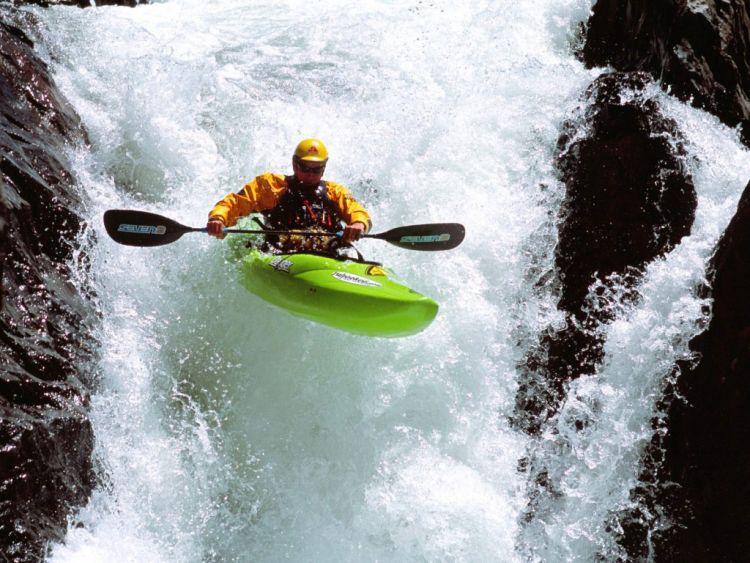 как называется плавание на лодках по горным рекам